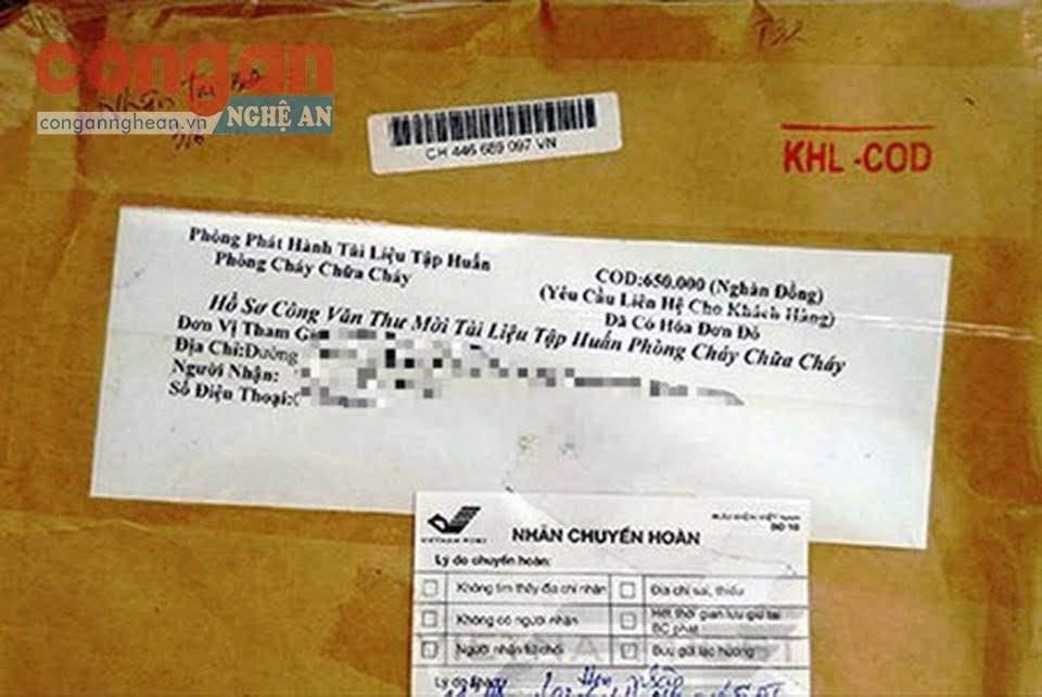 Đối tượng giả danh Cán bộ Cảnh sát PCCC yêu cầu các chủ tiệm thuốc mua tài liệu tập huấn được gửi đến qua đường bưu điện với giá 490.000 đồng/1 bộ