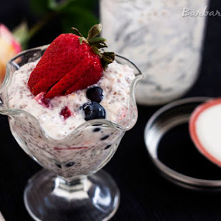 Overnight Refrigerator Oatmeal with Berries.