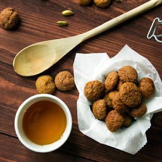 Kruidnoten ~ Little Dutch spiced cookies