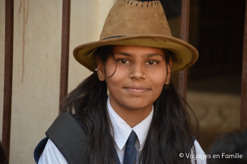 Kumbhalgarh, jeune fille au chapeau