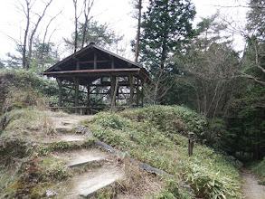 右に仏隆寺への遊歩道