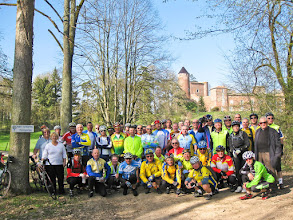 Photo: Audax 200 km du Pépère Club - photo du groupe devant le château de Le Montellier - 01/04/2012