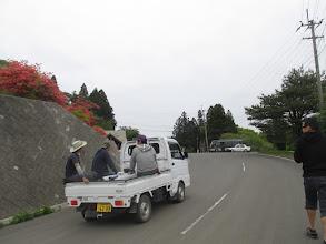 Photo: 立哨舞台移動。