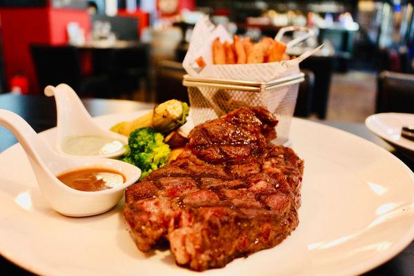O'steak 法式牛排餐館 浪漫的法式巴黎小酒館,醉愛菲力牛排,道道法國經典,在台北感受異國風情 內附菜單