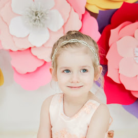 Rozi Flowers by Jenny Hammer - Babies & Children Child Portraits ( spring, flowers, pretty, girl, child )