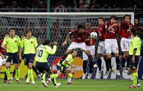 Ronaldinho cobra falta