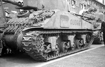 Photo: 0007. Bevrijdingsparade op de Laan van Meerdervoort, tanks. 21  mei 1945.  http://www.loki-travels.eu/