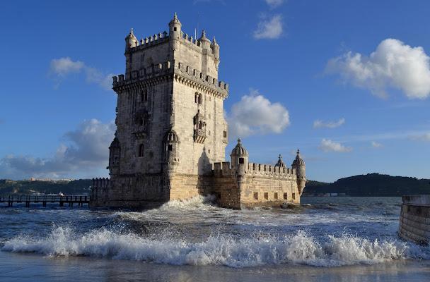 Piccolo borgo nel'acqa a Lisbona di malinowska