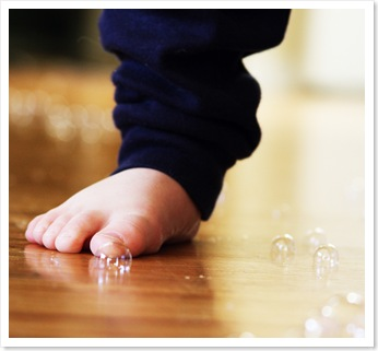 small things - bubbles and foot