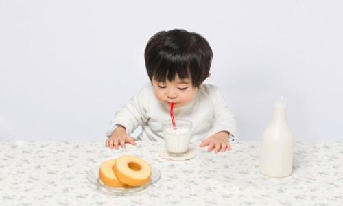 Trẻ từ 1 tuổi trở lên đã có thể sử dụng sữa tươi