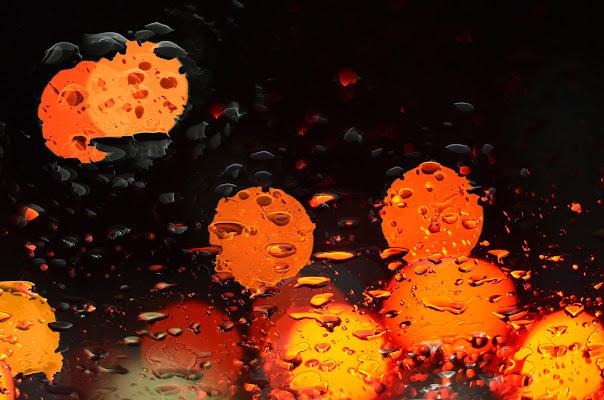 nel traffico in una sera piovosa di nicoletta lindor