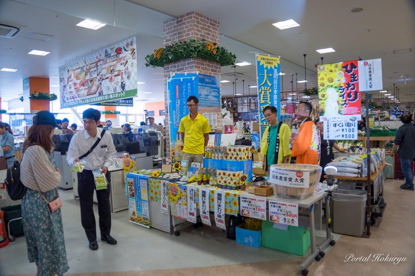 (株)マーケティングジャパン(MFJ)さんもお手伝い(左)