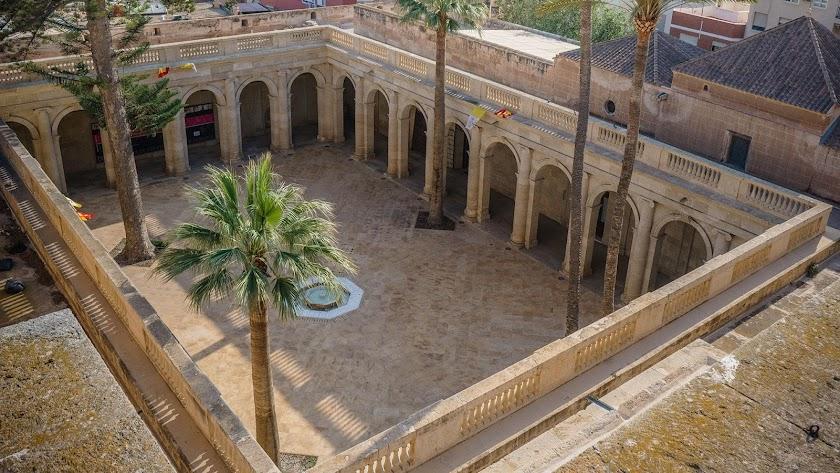 El claustro de la Catedral de Almería es casi desconocido para muchos ciudadanos.