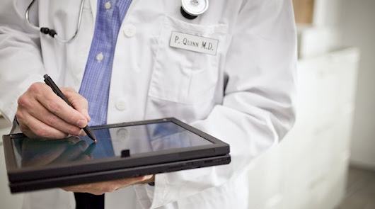 42 médicos de 17 especilidades pasan consulta telefónica gratuita en Almería