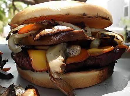 Lynn's Backyard Burger