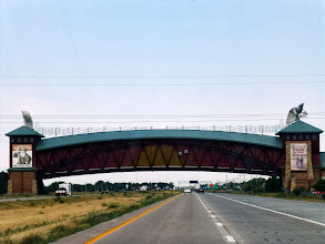 Photo: The Great Platte River Road Archway, a westward trail museum built directly over I-80. Note the clear skies!