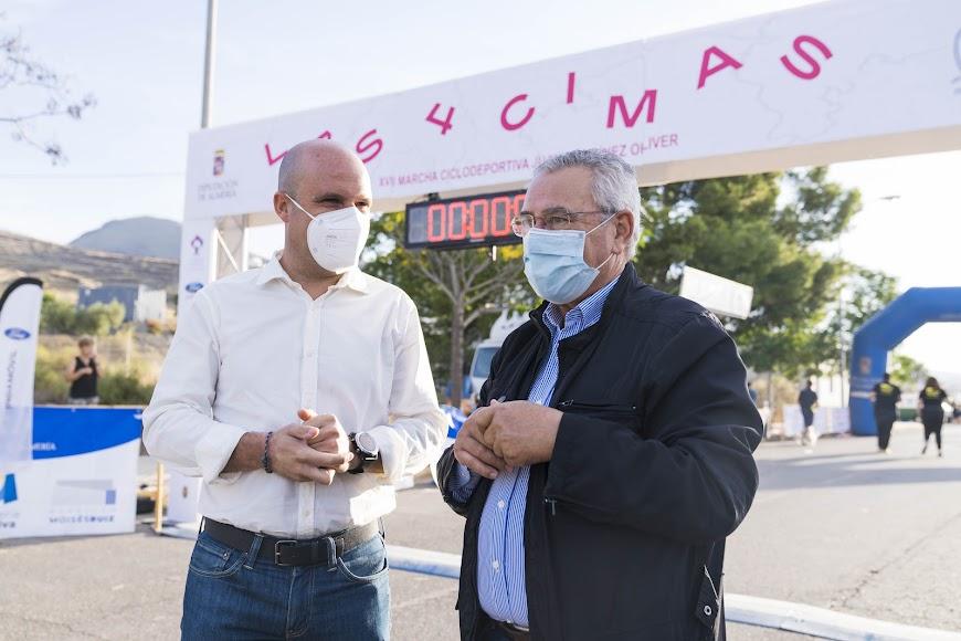 El diputado de Deportes con el alcalde de Gérgal.