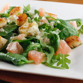 Seared Scallops, Grapefruit, Arugula and Spinach Salad with Champagne Vinaigrette.