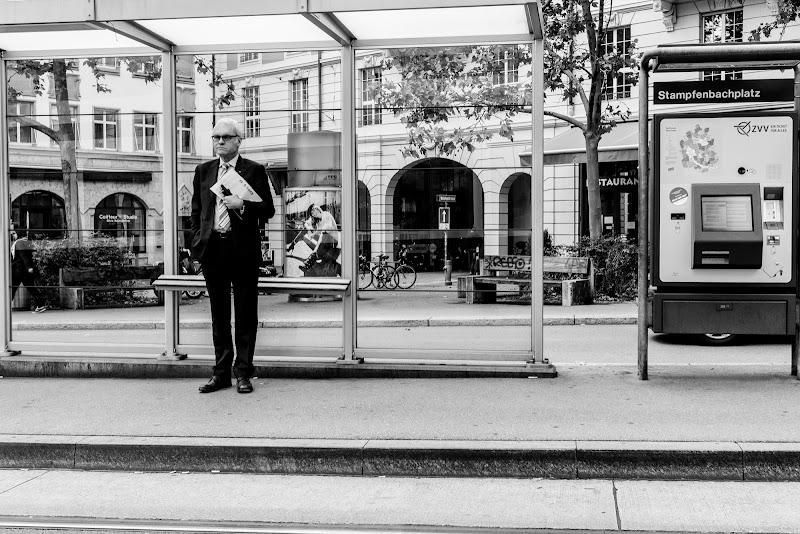 L'attesa (breve) del tram a Zurigo di mariateresatoledo