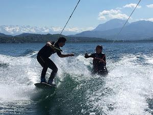 kneeboard vs wakeboard