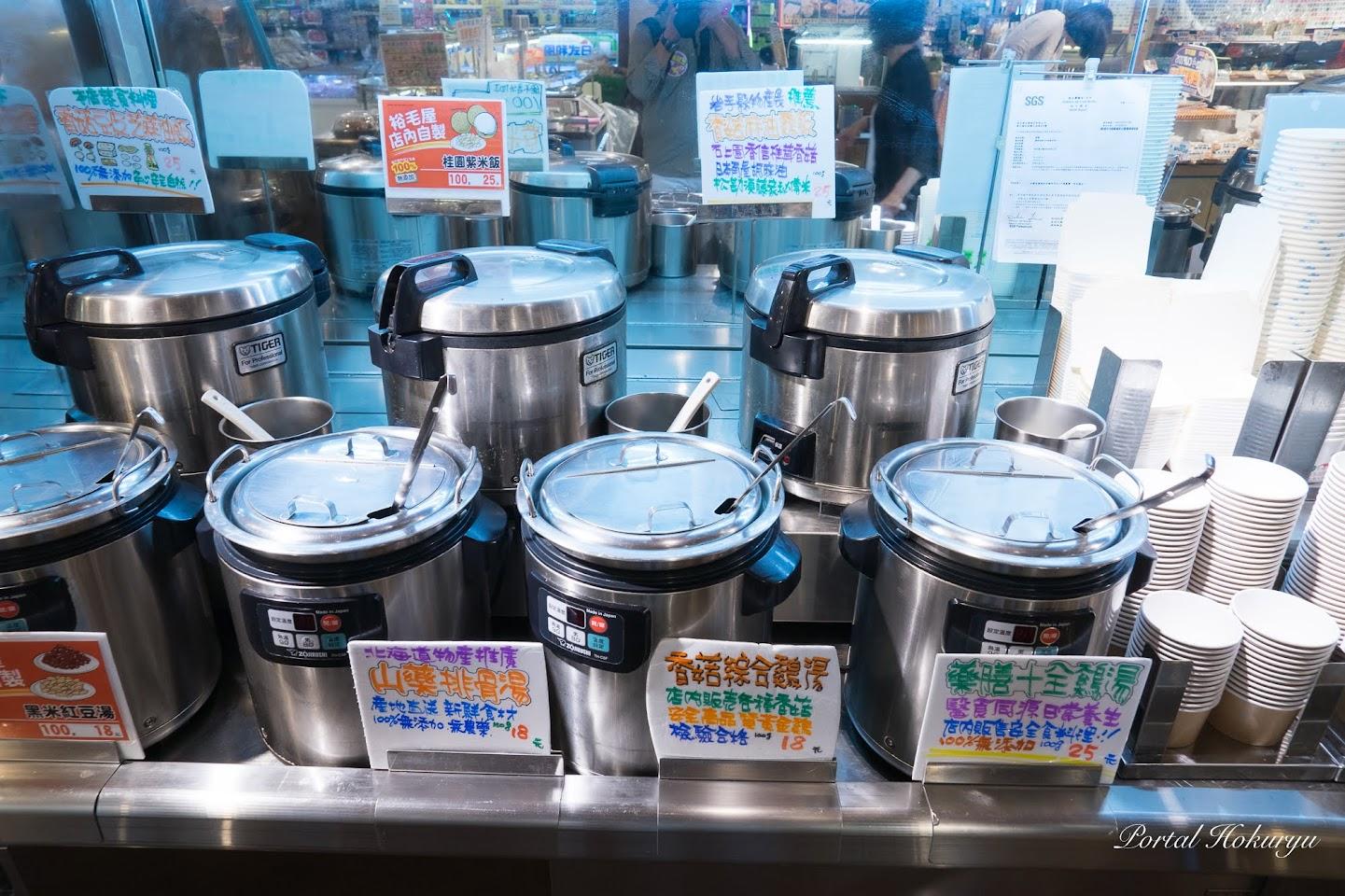 各種炊き込みご飯とスープの量り売りコーナー