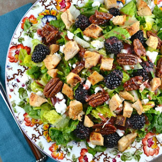 Blackberry Salad with Chicken, Goat Cheese and candied Pecans.