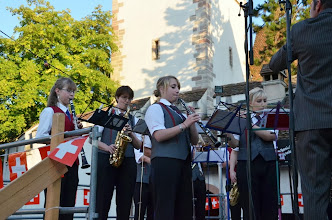Photo: Toll, auch Jungmusikantinnen und Musikanten sind mit Leib und Seele  dabei.