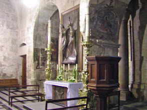 Photo: The church contains many side altars and chapels.