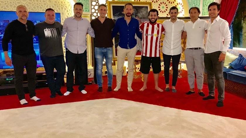 La foto que ha subido Turki Al-Sheikh a sus redes sociales con un grupo de entrenadores y Drudi.
