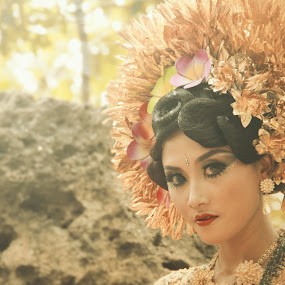 Balinese by Ahmad Bayyudh Attamimi - People Portraits of Women ( balinese, glance, artistic, indonesia culture, dancer )