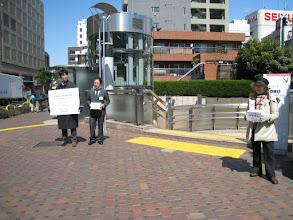 Photo: 三茶パティオの前では、都知事選街頭演説参加の方も、募金してくださいました(26日)。