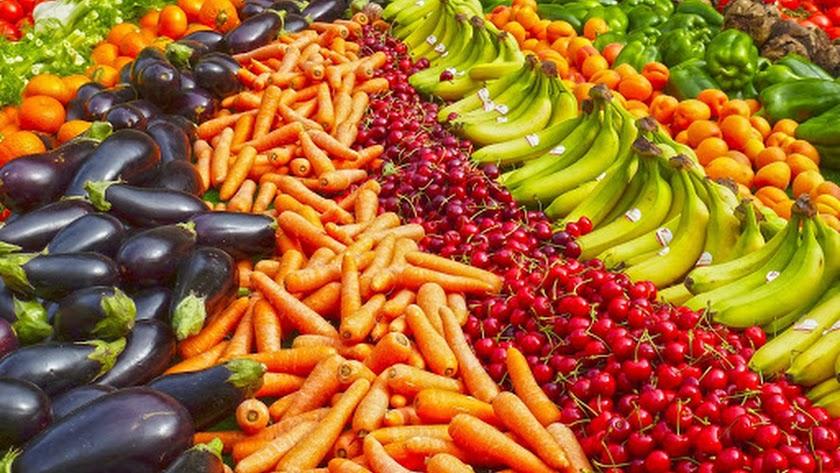 Frutas y verduras, en una foto de archivo.