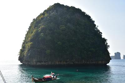 Make photos of Loh Samah Bay