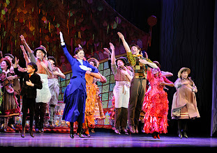 """Photo: MUSICAL """"MARY POPPINS"""" im Wiener Ronacher. Inszenierung Antony Lyn. Premiere am 1.10.2014. Jonas Zeiler, Annemieke van Dam, David Boyd. Copyright: Barbara Zeininger"""