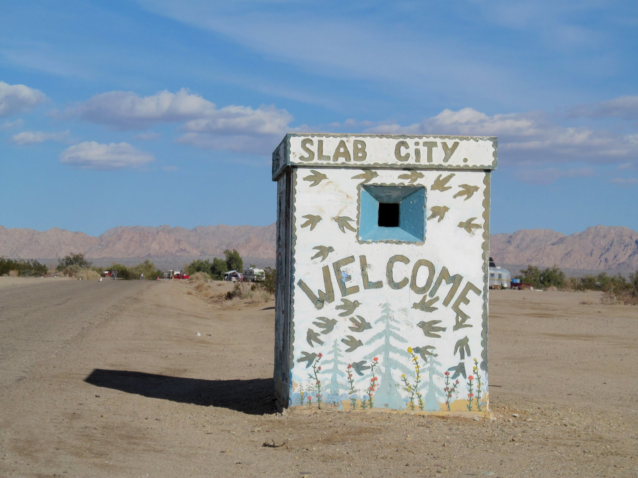 Photo: Slab City visitor center