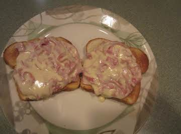 Cheesy Chipped Beef on Toast