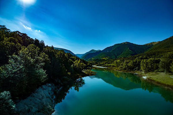 Riflessi nel lago di mbettacc