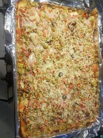 Grilled Chicken Muffaletta Pizza