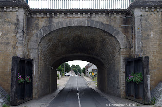 Photo: Entrée de la ville de Briare, vous remarquerez les grandes portes en bois.