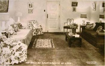 Photo: Decoração de uma das salas de um apartamento de Luxo do Palácio Quitandinha. Foto de Frank Scherschel