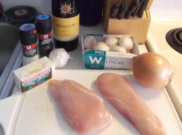 Ali's Chicken With Red Wine Sauce