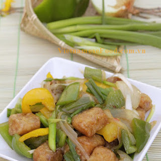 Fried Fish with Sweet and Sour Sauce (Cá Rán Sốt Chua Ngọt)