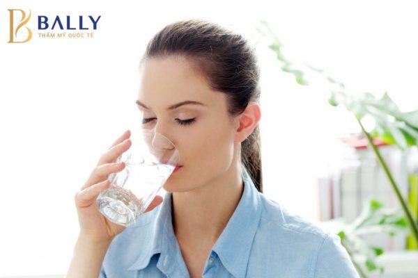 uống đủ nước cách giảm mỡ bụng sau sinh nhanh nhất