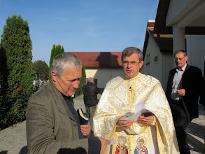 Photo: Rou1P30-151004Père Ioan Farcas, curé, Targu Mures, accueil, on est attendu IMG_9124