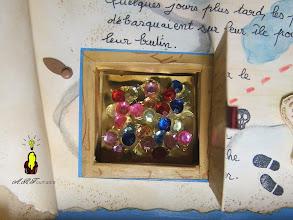 Photo: Vue du coffre aux trésors avec ses pierres précieuses