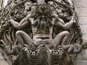 Escultura de um Tritão no Palácio da Pena