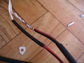 Photo: Las uniones del cableado de la bomba a a fuente, las sueldo y protejo con termoretráctil.
