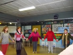 Photo: Celebramos la Paz ya creada, danzando en ronda
