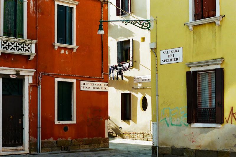 Strade, case e colori a Venezia di Dario Santo