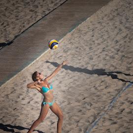 Jugando en la Playa by Jomabesa Jmb - Sports & Fitness Other Sports ( jugando, playa, chica, voley playa, concurso,  )